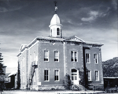 Black and white photo of an Italianate Courthouse (5CF.140).