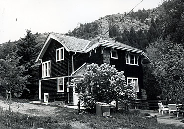black and white photo of a Swiss Chalet building in Redstone.