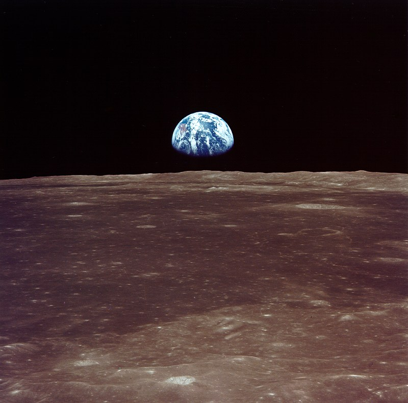 NASA photo AS11-44-6550 Earthrise viewed from lunar orbit
