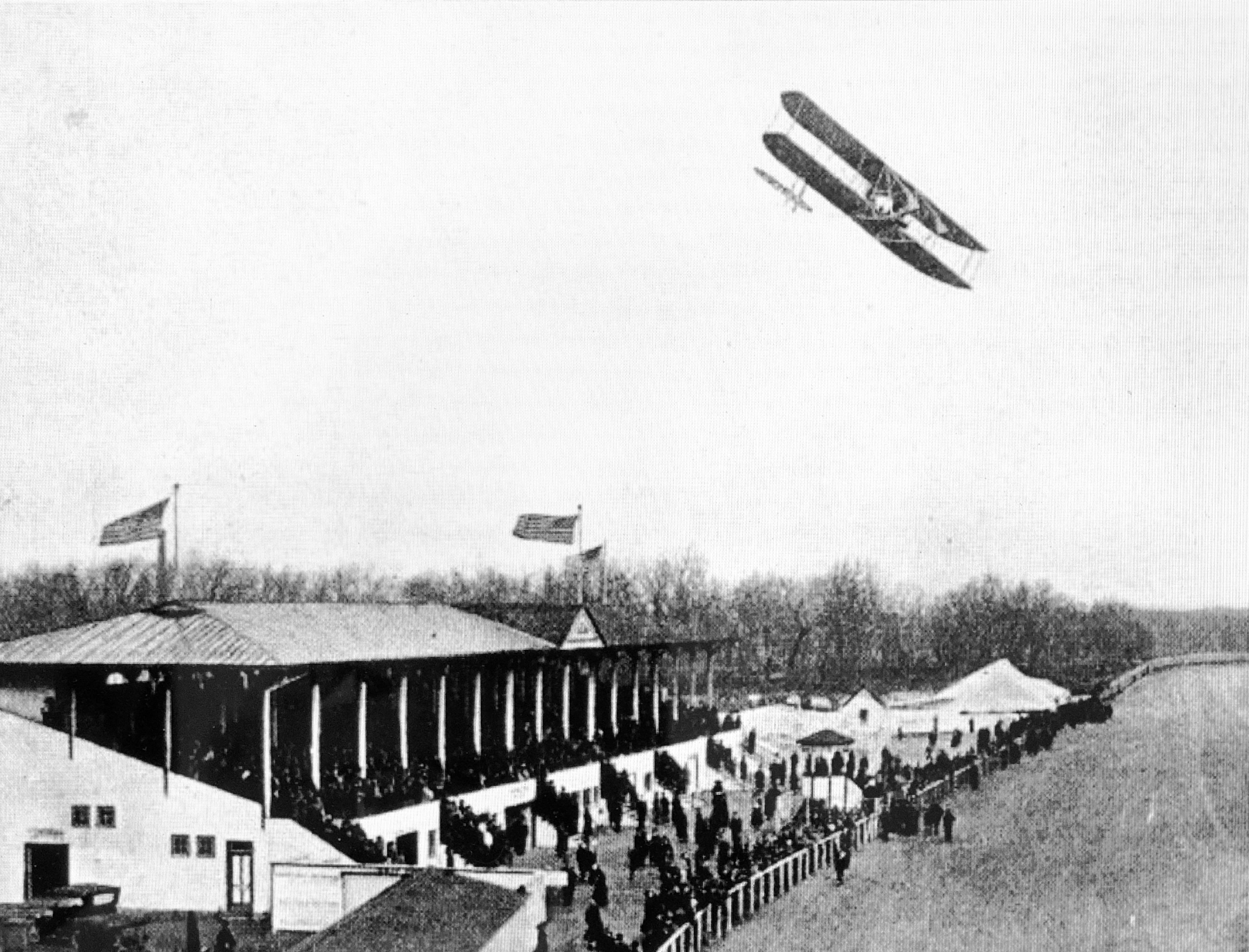airplane stunts at Overland Park in 1910