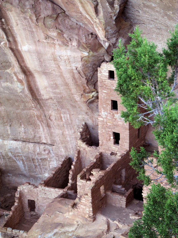Square Tower House, an ancient Puebloan ruin at Mesa Verde National Park.