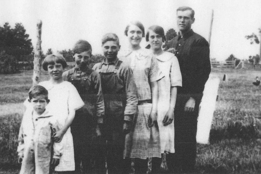 Historic photograph showing the seven of the children of Lillie and Claude Everett.