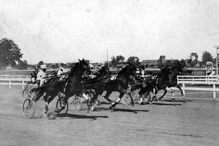 horse racing at Overland Park racetrack