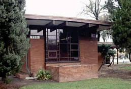 Color photo of a Usonian library (5AM.2769)